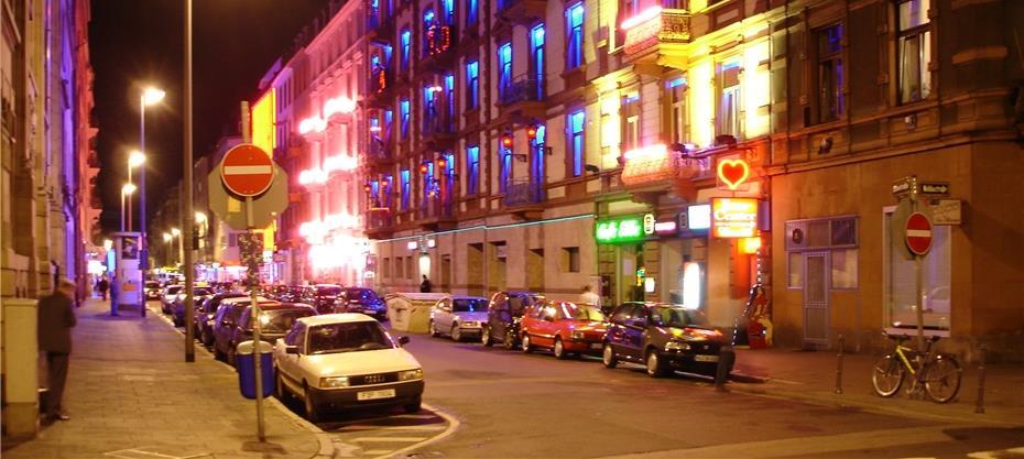prostitution ältestes gewerbe der welt kleinwüchsige prostituierte berlin