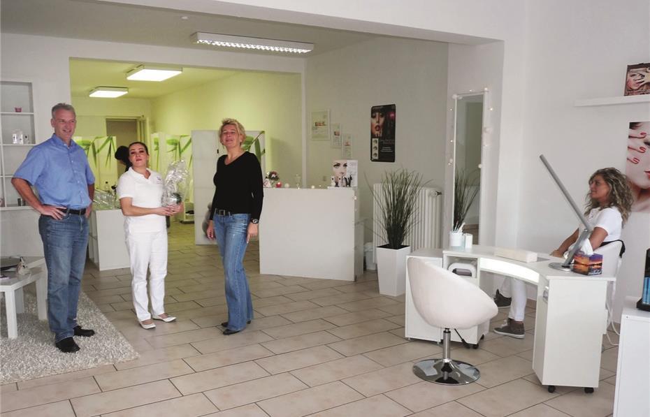 Melanie Piel Eröffnet Nails More Beauty Lounge