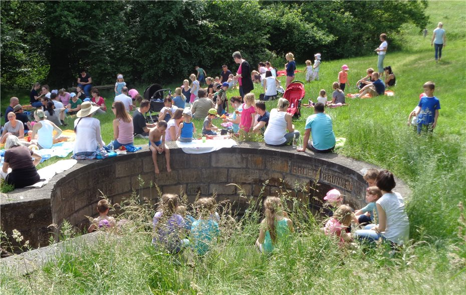 Kinder Picknick Tafel : Leckeres picknick und begeisterte kinder