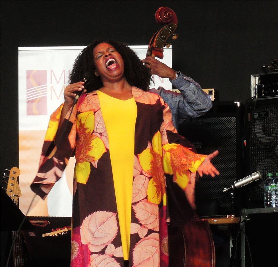 Grande Dame Des Jazz Ist Rhythmus Und Stimme Pur