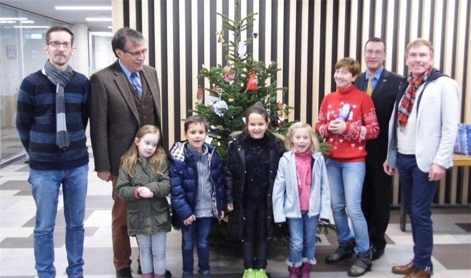 Lisas Erster Weihnachtsbaum.Weihnachtsbaum Im Rathaus Geschmückt