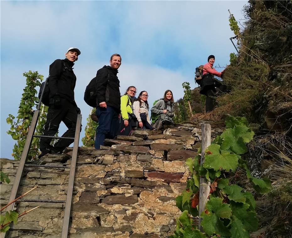 Klettersteig Calmont : Jugendliche pilgern auf dem calmont klettersteig