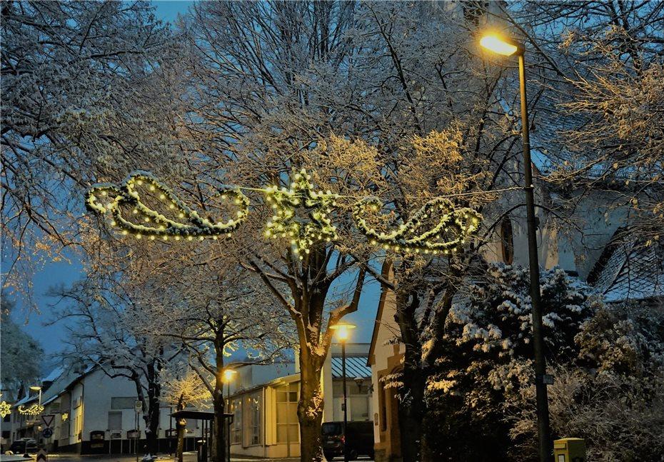 Moderne Weihnachtsbeleuchtung.Der Lichterglanz Ist Jetzt Perfekt