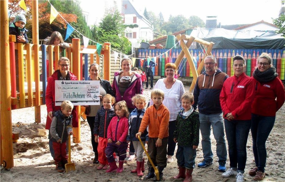 Klettergerüst Für 2 Jährige : Neue schaukel und neues klettergerüst eingeweiht