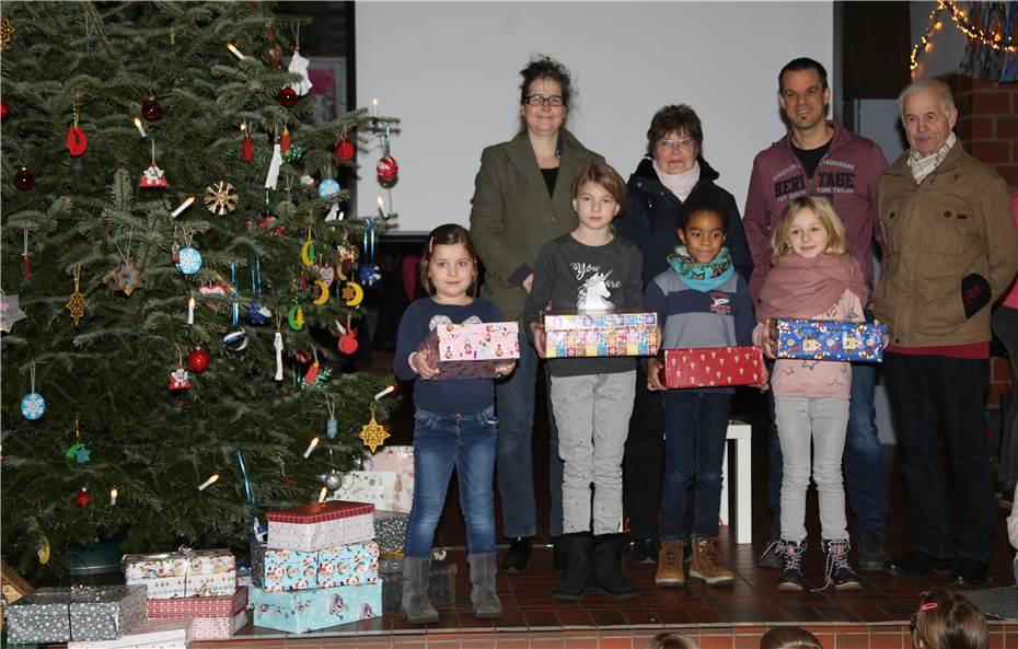 Weihnachtsgeschenke für Kinder bedürftiger Familien