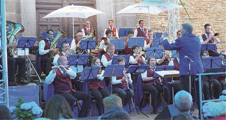 Kirchplatz wird Konzertbühne