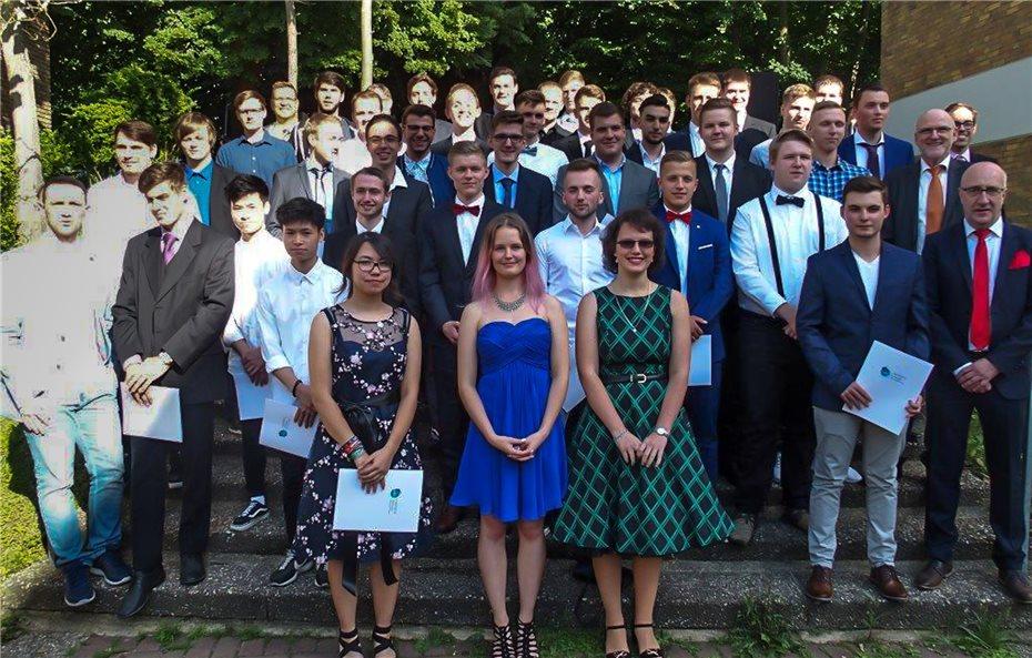 39 Schülerinnen und Schüler erhielten ihre Abiturzeugnisse