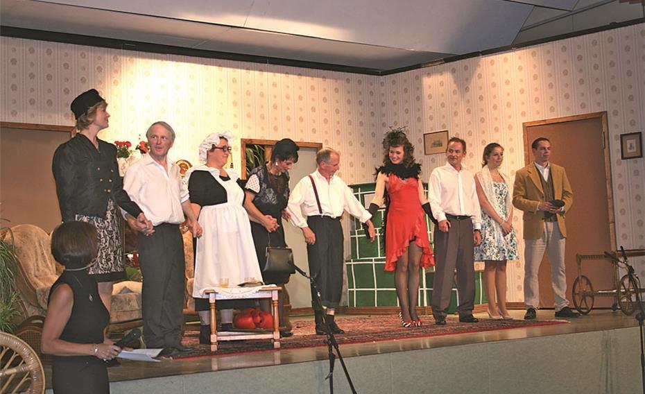 - Das-Ensemble-der-Theatergruppe-Lampenfieber-lief-bei-der-27471