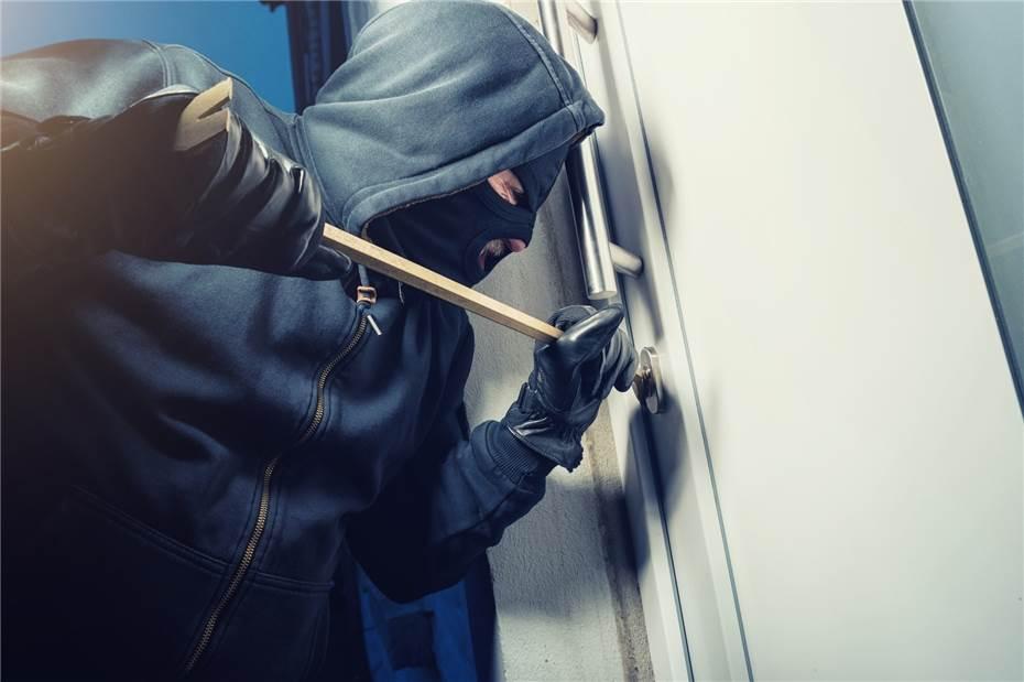 Polizei sucht Hinweise zu Einbrechern