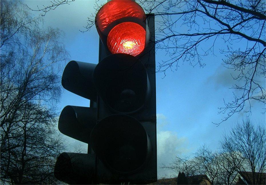 Radfahrer Und Fussganger Ignorieren Rote Ampel