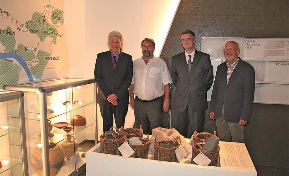 Ausstellungsvitrinen mit römischen Originalfunden