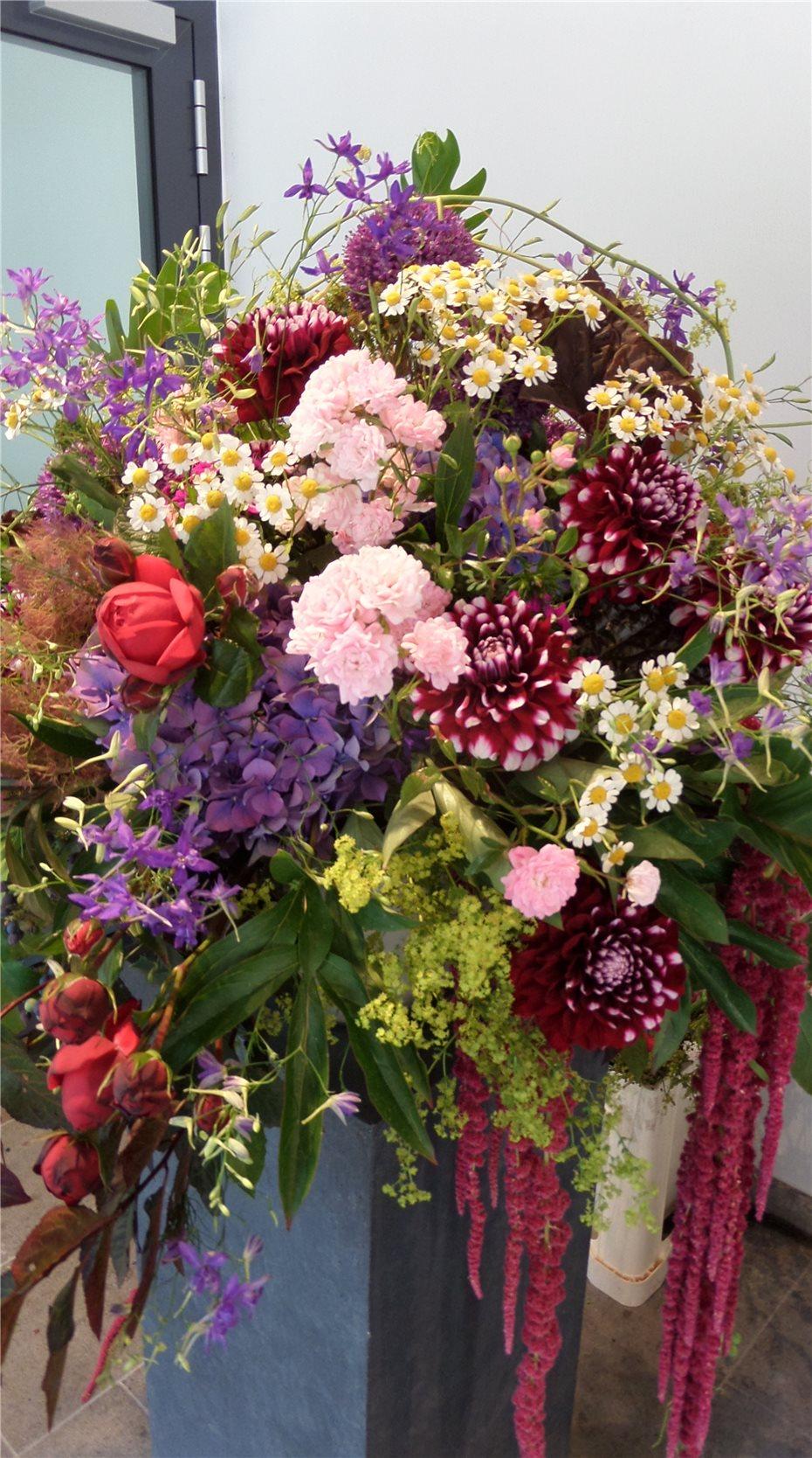 Nachwuchsfloristen Prasentieren Blumenkunst