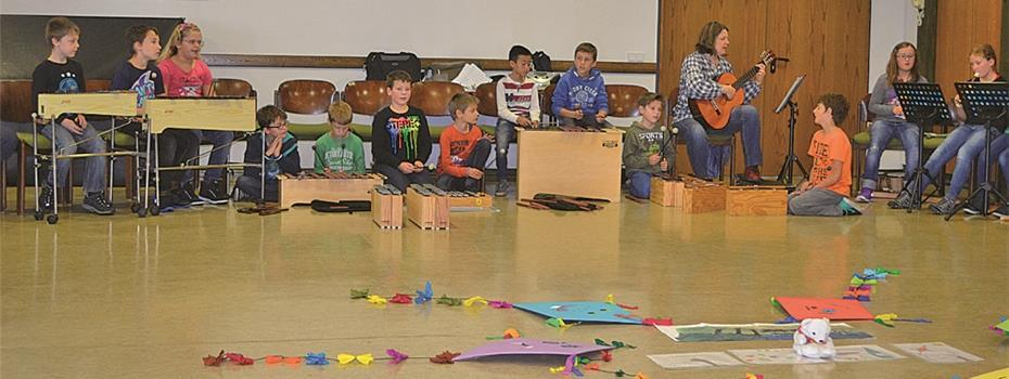 Kinder Der Grundschule Kobern Gondorf Tragen Herbstlieder Vor