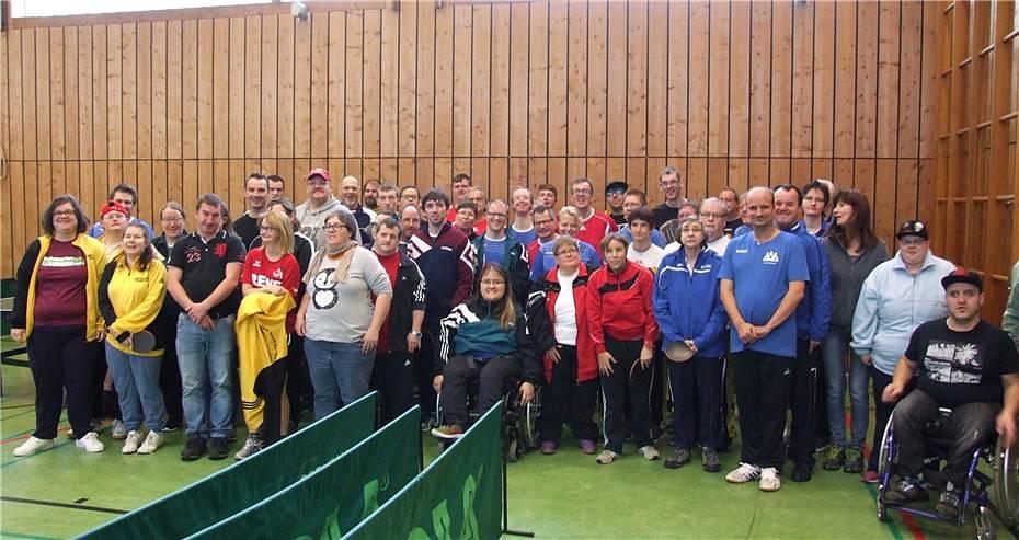 Vier Damen- und elf Herrenmannschaften nahmen am Turnier teil